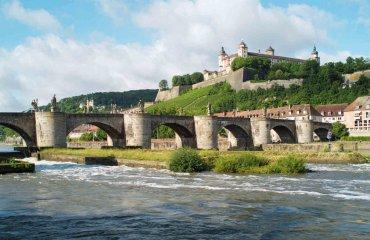 Alte Mainbrücke mit Festung Marienberg