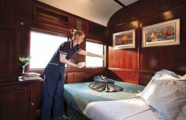 Ihr Abteil wird für die Nacht vorbereitet - Rovos Rail Tours