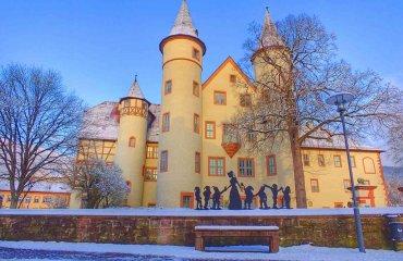 Lohrer Schloss im Schnee - Touristinfo Lohr