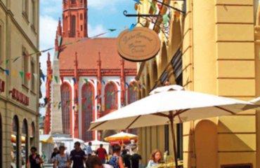 Schustergasse - Blick auf den Würzburger Marktplatz mit Marienkapelle