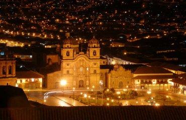 Cusco PlazaDelArmas Kathedrale Nacht Fotolia