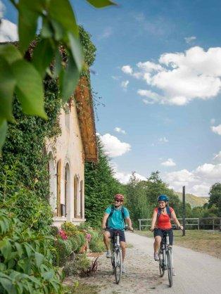 Altmühltal Radweg  Pärchen Schleusenhäuschen nach Mühlbach 314x418 - Neu: Begleitete und individuelle Radreisen